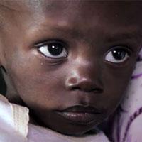 Toen de moeder van Kayembe nog leefde maar steeds zieker werd, ging ook de gezondheid van Kayembe steeds meer achteruit. Hij verloor veel gewicht. <a href=
