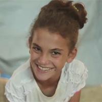 Voordat Nada uit Libanon eindelijk op school werd toegelaten, was ze op drie verschillende scholen afgewezen vanwege haar fysieke en mentale beperkingen. <a href=