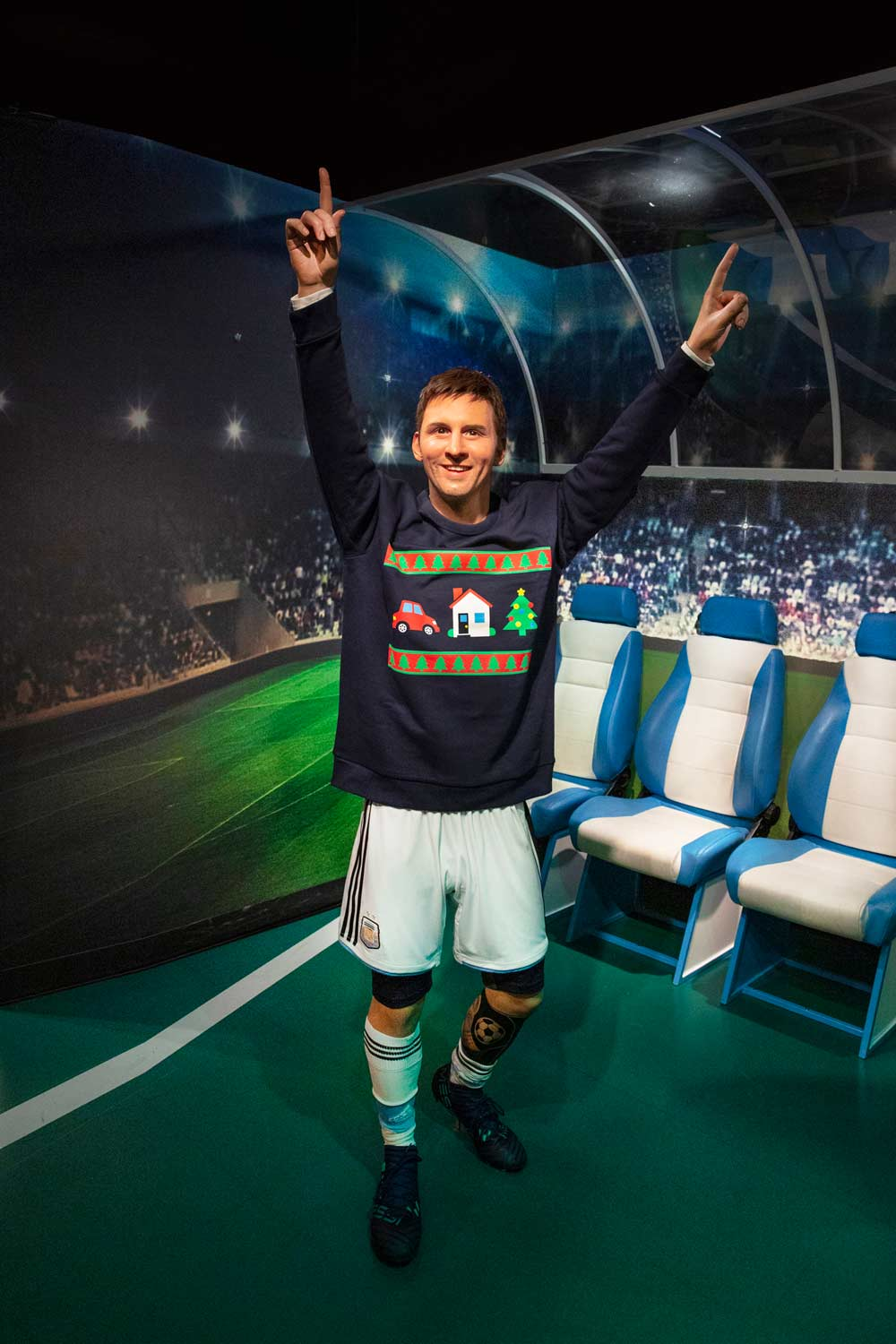 Kersttrui 10 Euro.Save The Children Voetbalheld Lionel Messi Showt Save The